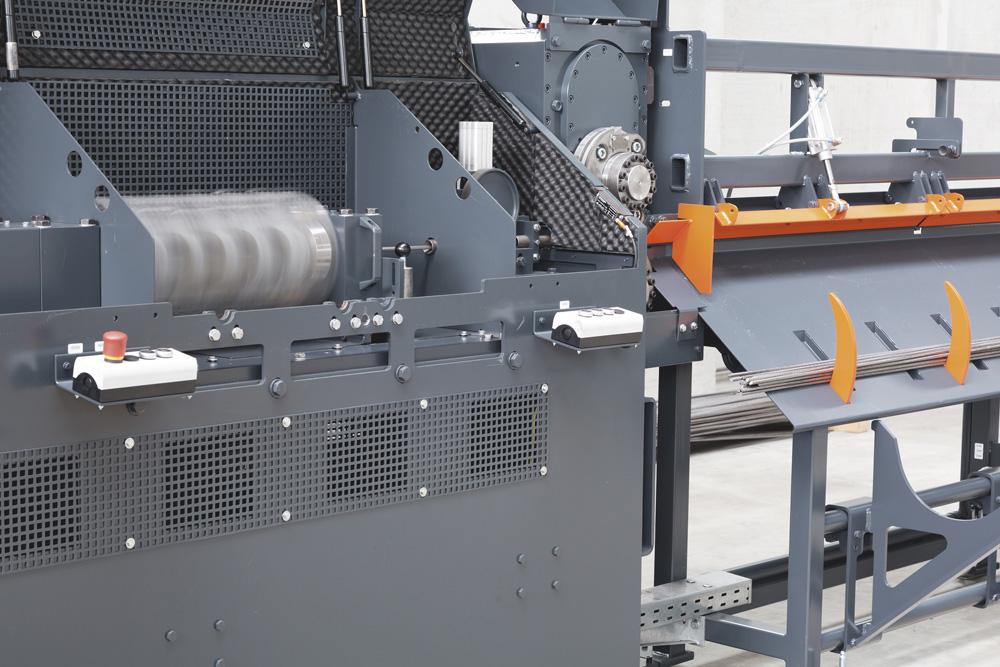 mbk Maschinenbau GmbH DRA Drahtricht- und Schneideanlage in Aktion